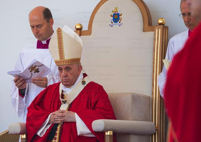 frantisek papez liturgia tron presov